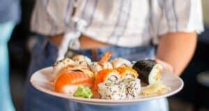 日本人はなぜ生魚を食べるのか
