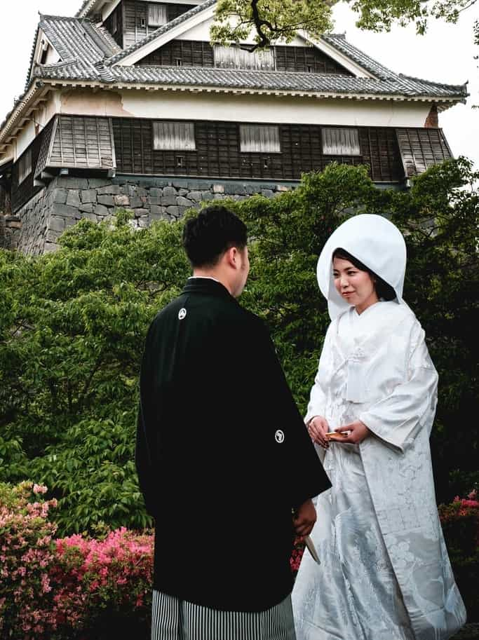 how are marriage proposals and engagements different in japan