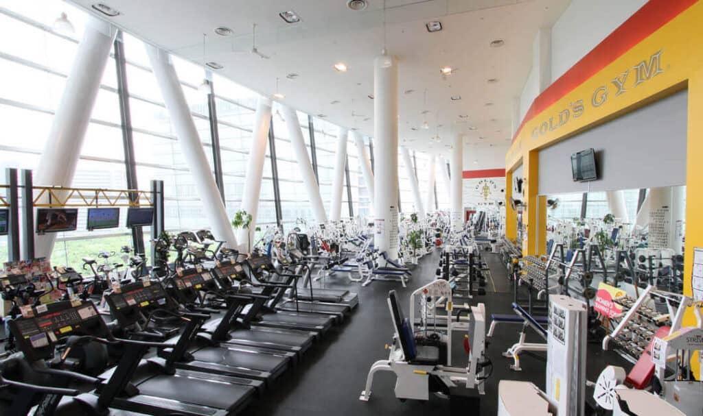 gold gym tokyo