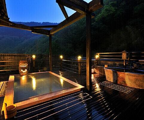 秋に訪れるのに最適な日本の温泉リゾート