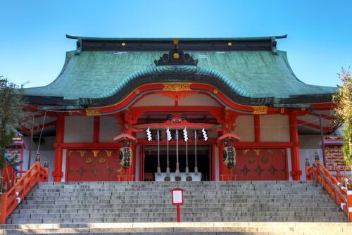 visiting a shinto shrine