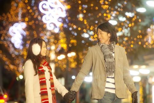 在日本慶祝聖誕節的夫婦