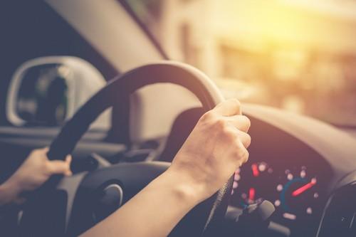 日本での運転年齢制限